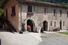 Piemontese farmhouse, Italian Villa and Olive Grove for sale in Piemonte - Old Italian barn