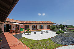 Luxury House with Swimming pool for sale In Piemonte - Spacious outside terrace area