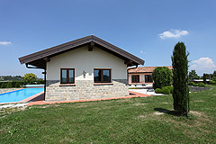 Luxury House with Swimming pool for sale In Piemonte - Side view