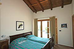 Luxury House with Swimming pool for sale In Piemonte - Bedroom with exposed wooden ceiling