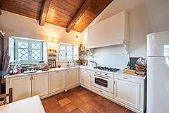 Luxury Country Home for sale in the Piemonte region of Italy - Kitchen