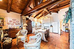 Luxury Country Home for sale in the Piemonte region of Italy - Living area