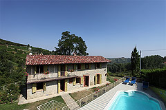 Beautiful Country House & Swimming pool with vineyard views in Piemonte. - Character Stone House with Swimming Pool enjoying stunning Vineyard views.