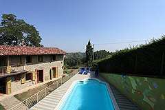 Beautiful Country House & Swimming pool with vineyard views in Piemonte. - Pool area