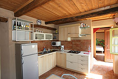 Sehr schönes Landhaus & Schwimmbad mit Blick auf die Weinberge im Piemont. - Kitchen area