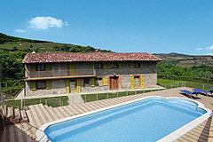 Sehr schönes Landhaus & Schwimmbad mit Blick auf die Weinberge im Piemont. - The property enjoys a stunning location