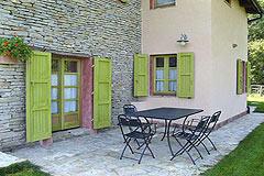 Sehr schönes Landhaus & Schwimmbad mit Blick auf die Weinberge im Piemont. - Terrace area