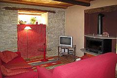 Sehr schönes Landhaus & Schwimmbad mit Blick auf die Weinberge im Piemont. - Living area