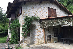 Country Cottage for sale in Piemonte - Side view of the property