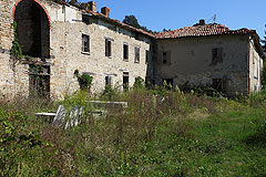 Rustic Italian farmhouse for sale in Piemonte - Langhe stone house for complete restoration with vineyard views.