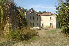 Rustic Italian farmhouse for sale in Piemonte - Traditional L shape property