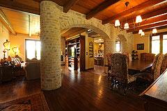 Prestigious Italian villa with Moscato vineyards  for sale in Piedmont. - Dining area