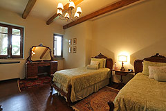 Prestigious Italian villa with Moscato vineyards  for sale in Piedmont. - Bedroom