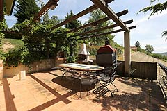 Prestigious Italian villa with Moscato vineyards  for sale in Piedmont. - BBQ area