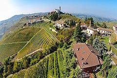 Prestigious Italian villa with Moscato vineyards  for sale in Piedmont. - Stunning views from the property