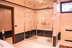Prestigious Italian villa with Moscato vineyards  for sale in Piedmont. - High specification bathroom