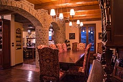 Prestigious Italian villa with Moscato vineyards  for sale in Piedmont. - Wonderful arches feature in the dining area