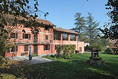 Country Home in the Asti region of Piemonte - Spacious character property and swimming pool set within private parkland.