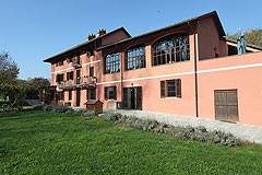 Cascina vicino ad Asti in Piemonte - Front view of the property