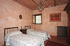 Cascina vicino ad Asti in Piemonte - Bedroom with vaulted ceiling