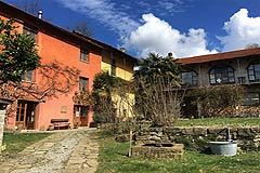 Country Houses for sale in Piemonte - Front garden area