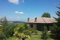 Country property for sale in the Langhe hills of Piemonte - Wonderful country home with the most stunning mountain views, in the famous Langhe vineyard area.