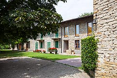 Country Stone House for sale in Piemonte - Courtyard area