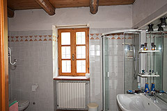 Country Stone House for sale in Piemonte - Bathroom