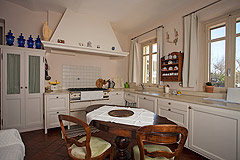 Luxury Country Home for sale in Piemonte close to the Barolo towns - Country style kitchen