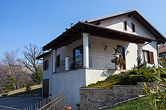 Italian villa for sale in Piemonte - Front view of the property