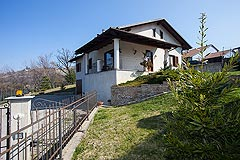 Italian villa for sale in Piemonte - The property enjoys an elevated position