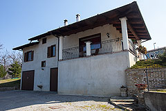 Italian villa for sale in Piemonte - Back view of the property