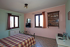 Italian villa for sale in Piemonte - Master Bedroom