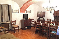 Country Estate including house, barn and outbuildings within 13 hectares of grounds. - Living area