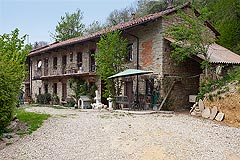 Charming Stone House for sale in Piemonte - Langhe stone house within 60,000m2 of private grounds