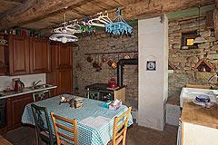 Original Stein Baurrnhaus Verkauf im Sud Piemont - Kitchen  area