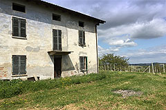 Country Wine Estate for sale in Piemonte - Close view of the rustico