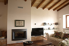 Italian farmhouse close to a golf course for sale in Piemonte - Living area
