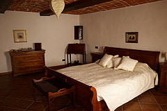 Italian farmhouse close to a golf course for sale in Piemonte - Main Bedroom