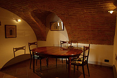 Italian farmhouse close to a golf course for sale in Piemonte - Apartment - Dining area