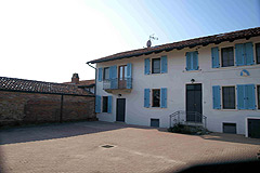 Italian farmhouse close to a golf course for sale in Piemonte - View of the property