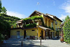 Boutique Hotel with Moscato and Barbera Vineyards in UNESCO area - Side view of the property
