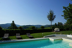 Boutique Hotel with Moscato and Barbera Vineyards in UNESCO area - Panoramic views from the pool