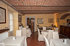 Boutique Hotel with Moscato and Barbera Vineyards in UNESCO area - Dining area with vaulted ceiling