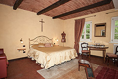 Boutique Hotel with Moscato and Barbera Vineyards in UNESCO area - Guest accommodation with vaulted ceiling