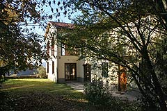 Beautiful Country Home for sale in Piemonte - Wonderful Italian farmhouse with lots and land and a Barbera vineyard
