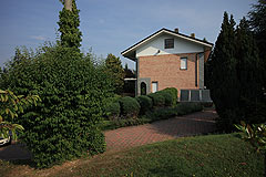 Italian Villa for sale in Piemonte - Side view of the property