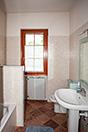 Cascina con vista stupenda sui vigneti e montagne circostanti. - Bathroom