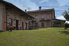 Character Hotel Business and Restaurant for sale in Piemonte - Wonderful traditionally styled  Hotel with swimming pool in vineyard location. Excellent Business opportunity.