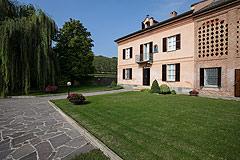 Bellissima proprietà equestre in vendita in Piemonte - Front garden area